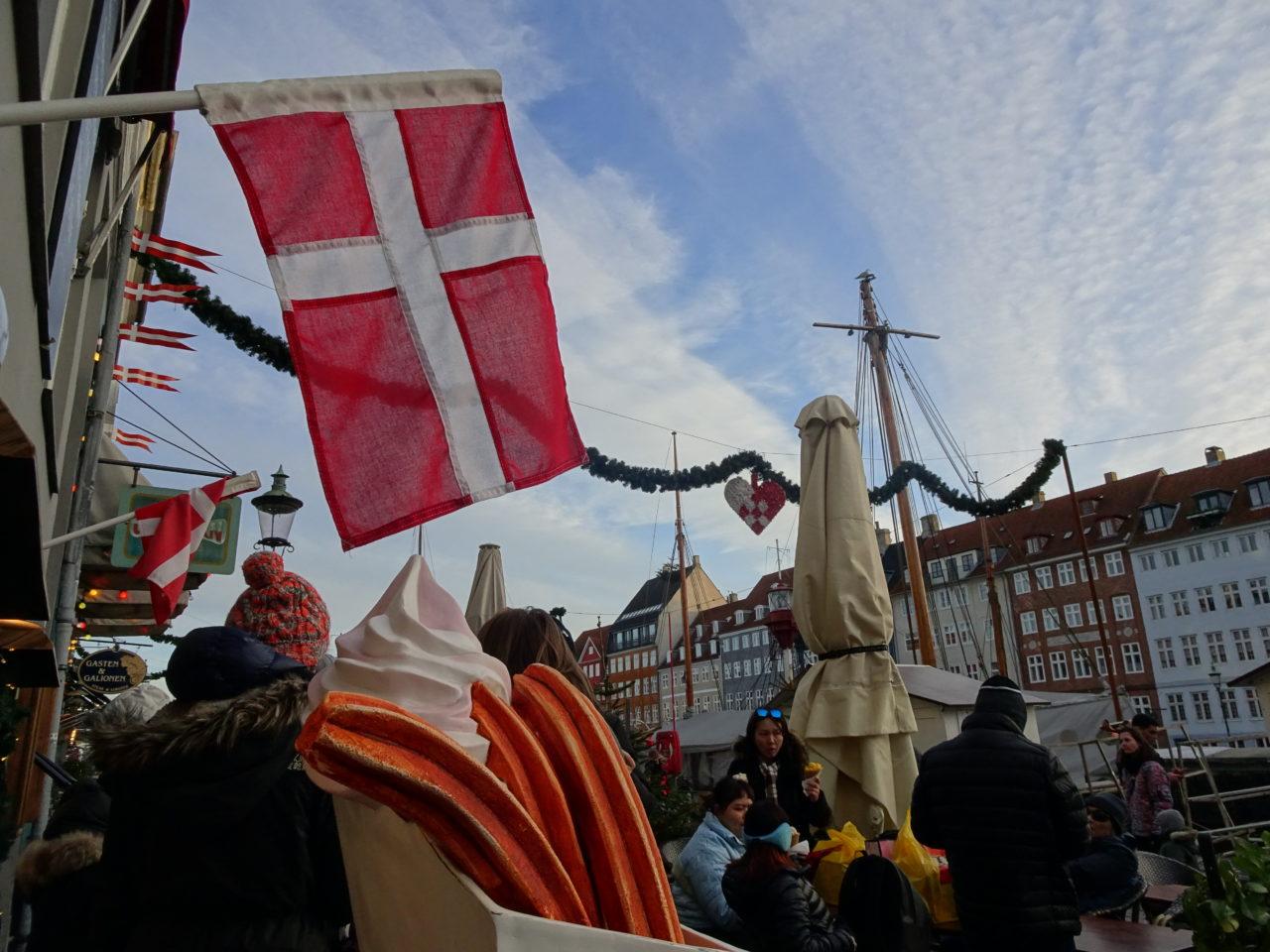 コペンハーゲン・Nyhavnのチュロス屋さんの入り口にて