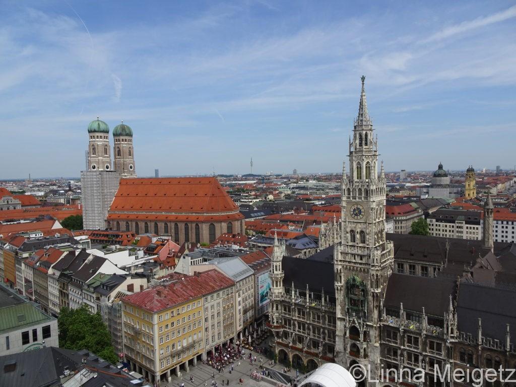 ミュンヘン新市庁舎があるマリエン広場とミュンヘンの風景