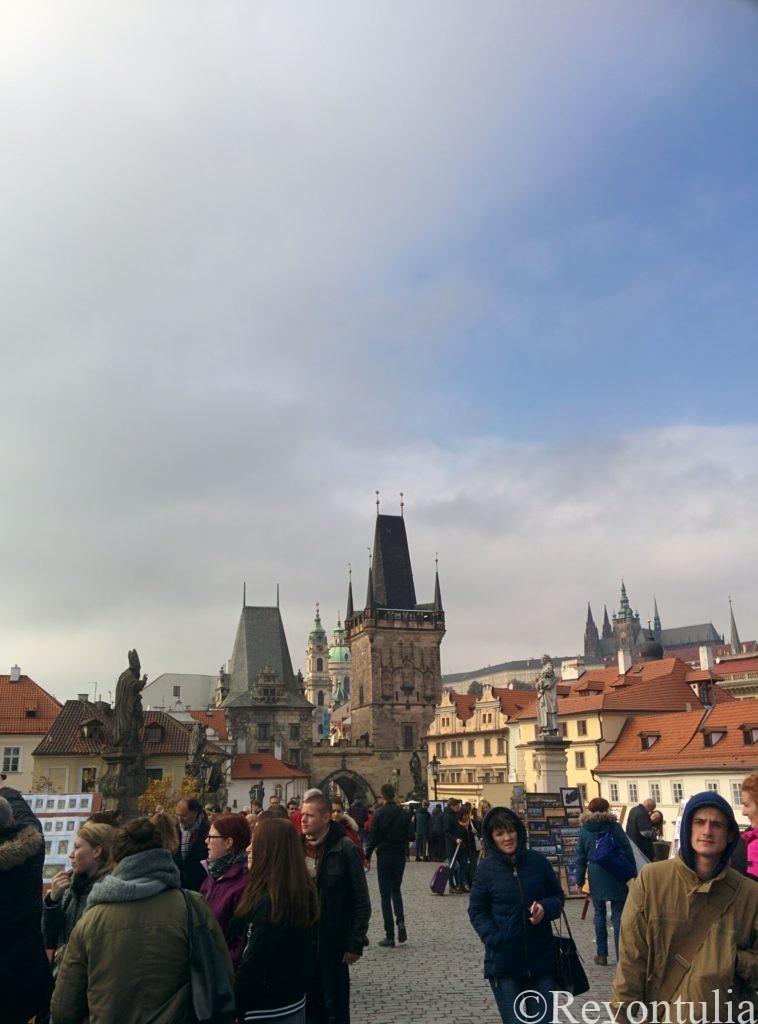 初めて来たプラハのカレル橋