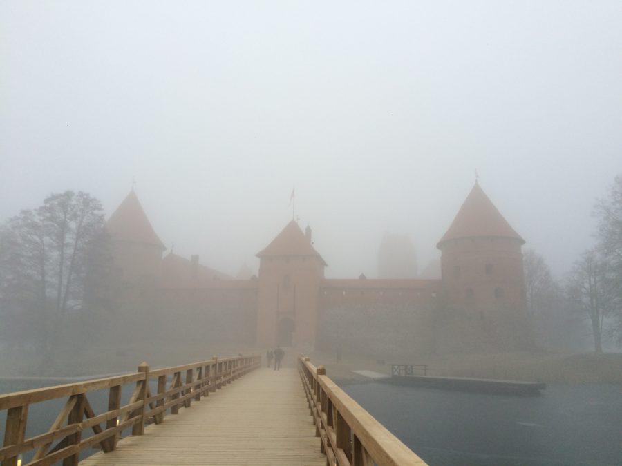 霧の中のトラカイ城