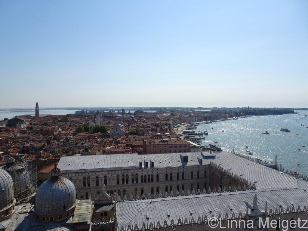 サンマルコ広場の鐘楼から見たヴェネツィア