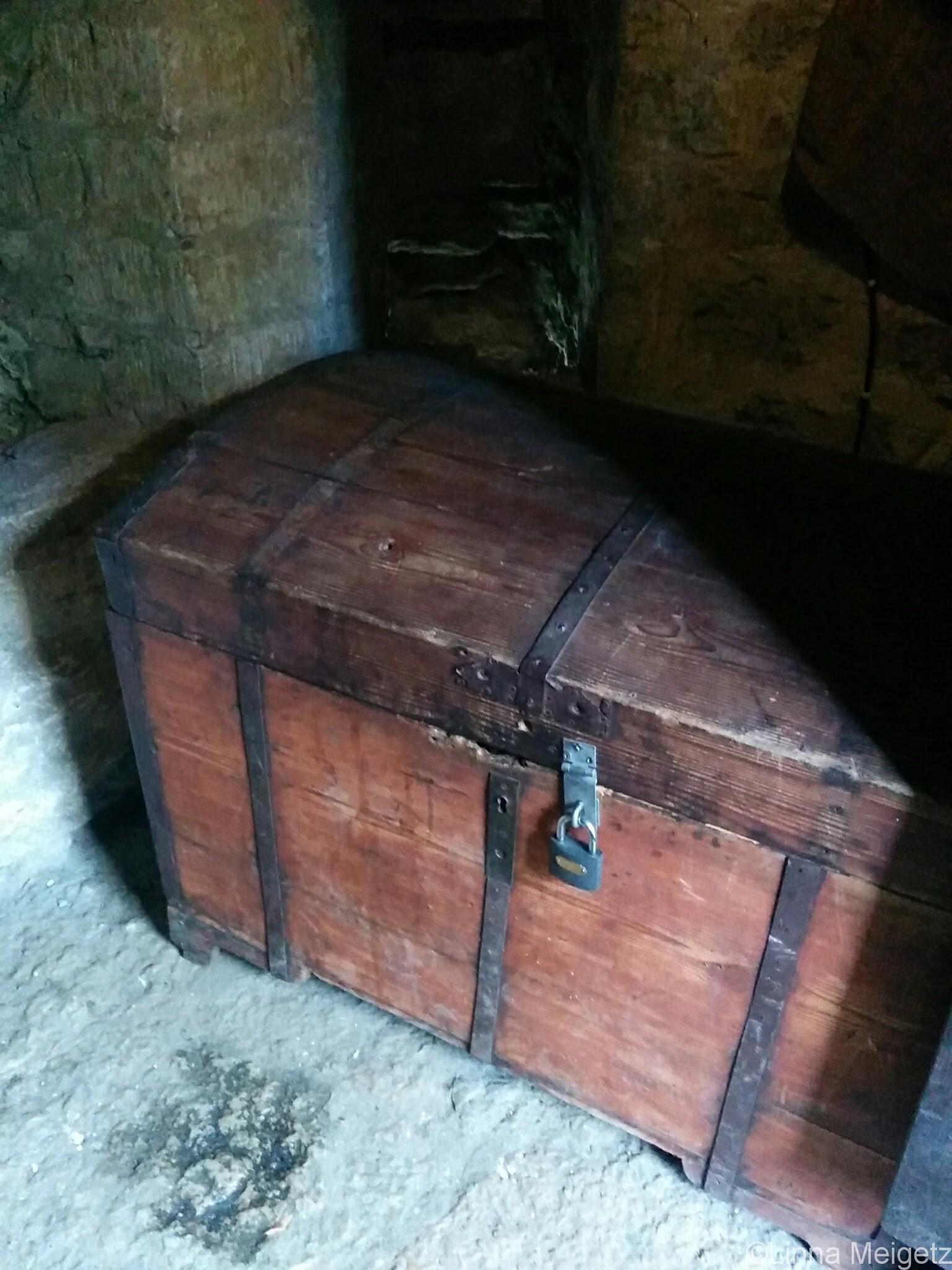 「Danneborg」の階段の踊り場にある宝箱