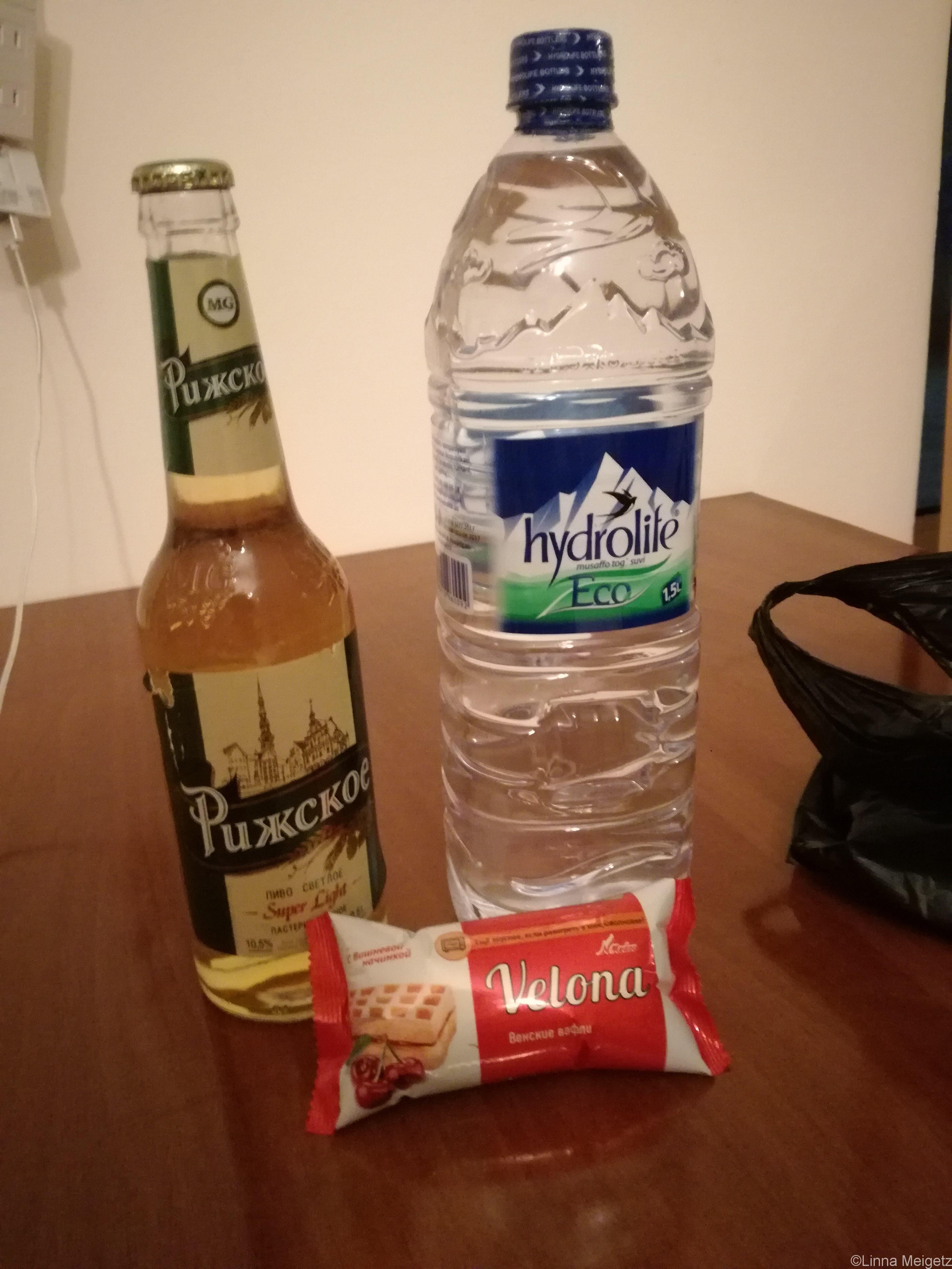 ビールと水とサワーチェリーのワッフル