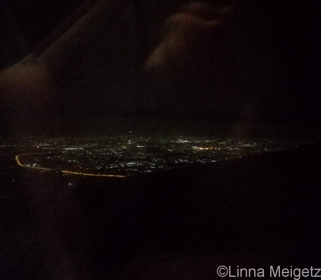 飛行機の中から撮った夜のタシケント