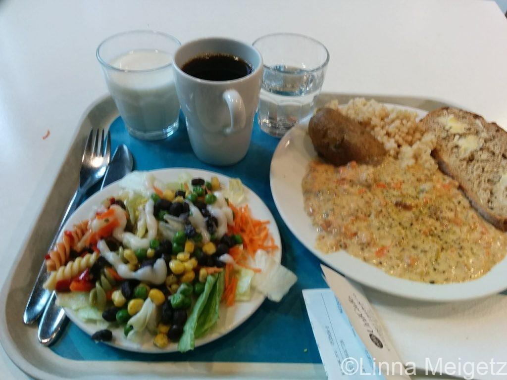 UniCafeでの食事の一例