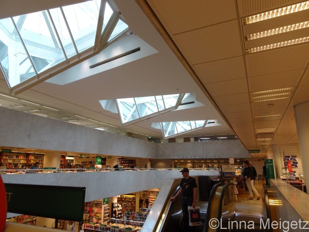 アールトがデザインしたアカデミア書店の内装