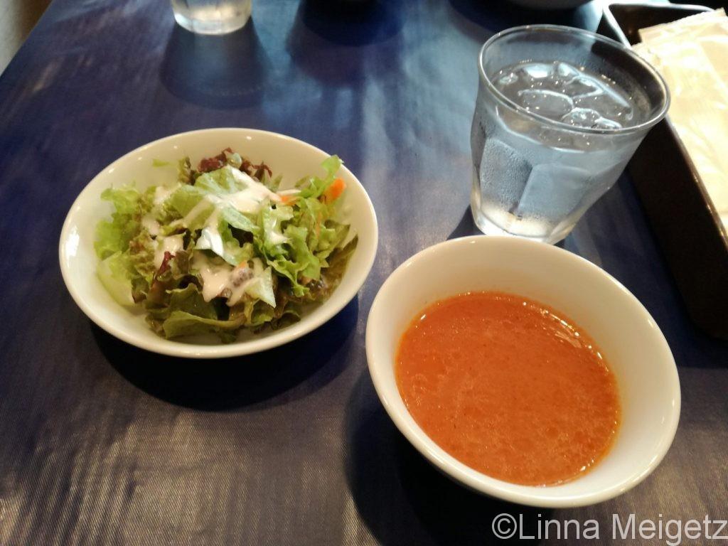 ランチについているスープとサラダ