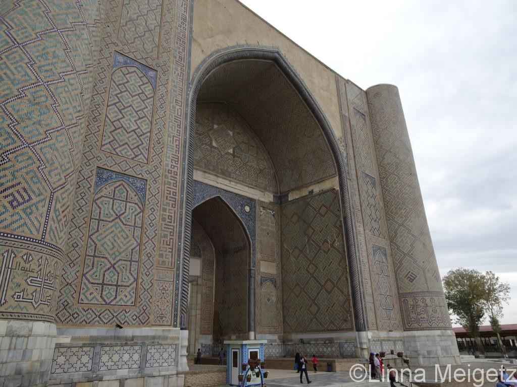 ビビハニム・モスクの正面