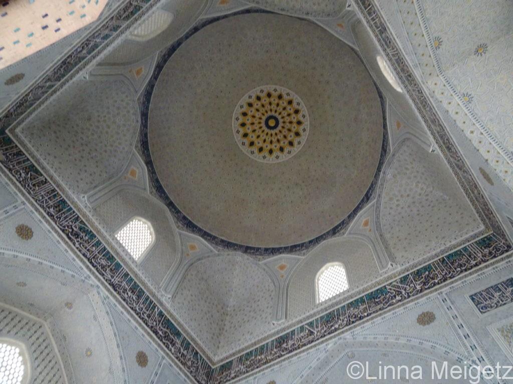 ビビハニム・モスクのドームの中