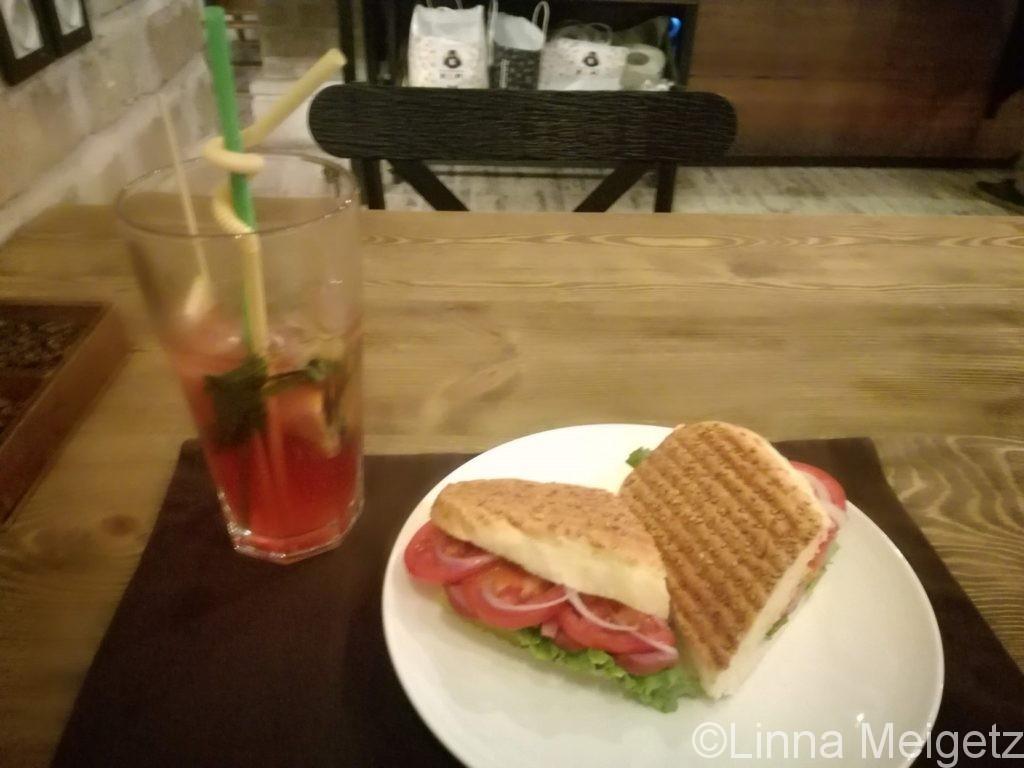 サンドイッチとアイスティー