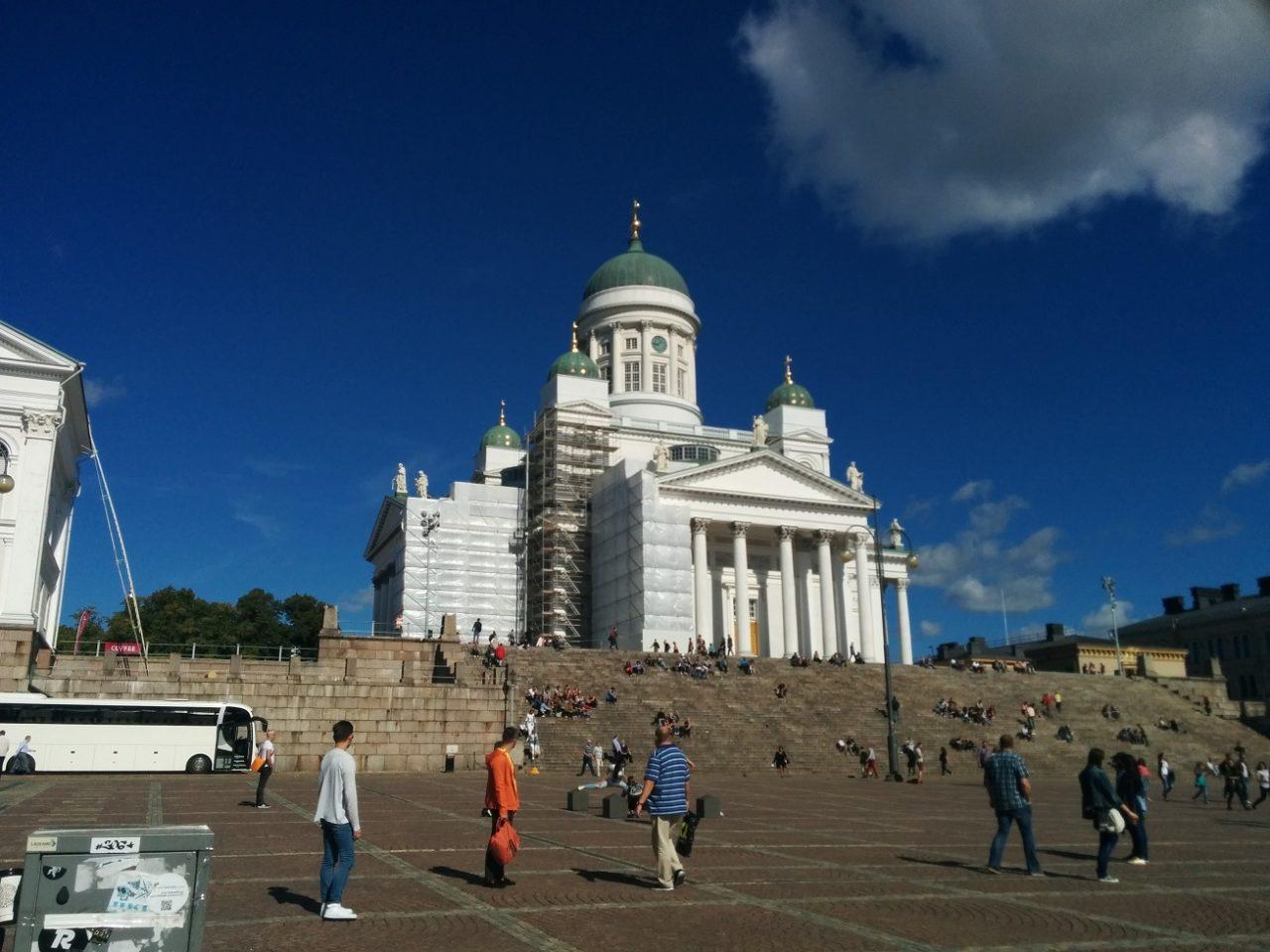 秋空の下のヘルシンキ大聖堂