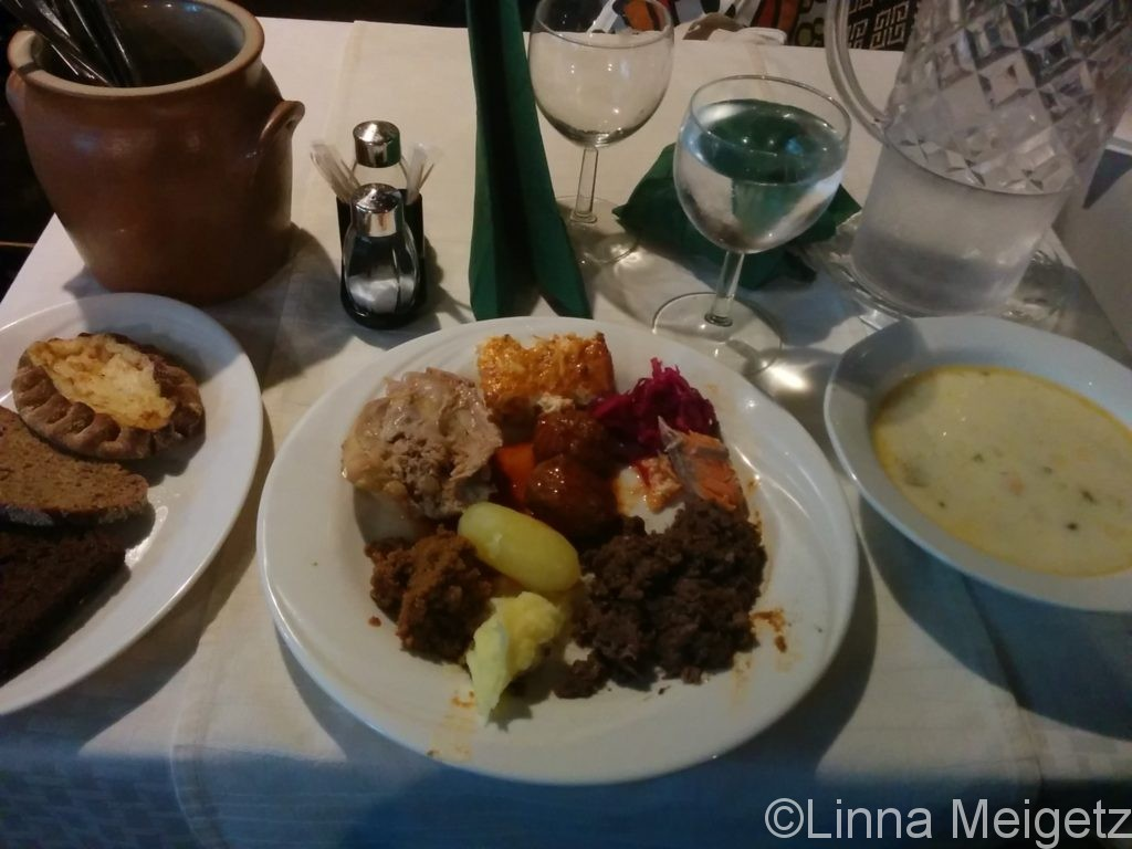 Konstan Möljäでの夕食の様子
