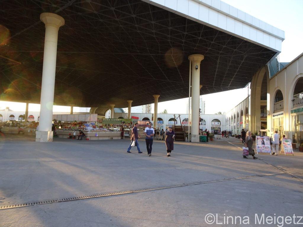 タシケント中央駅にほど近いMirabad Bazaar