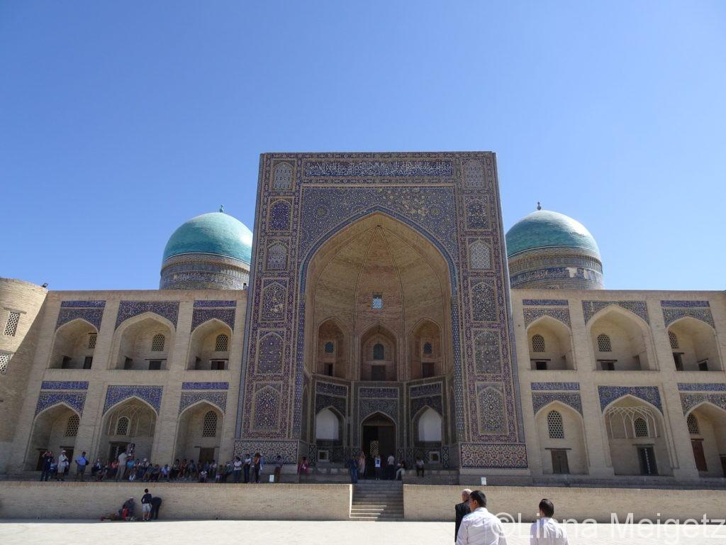 ウズベキスタン・ブハラでのマドラサの写真