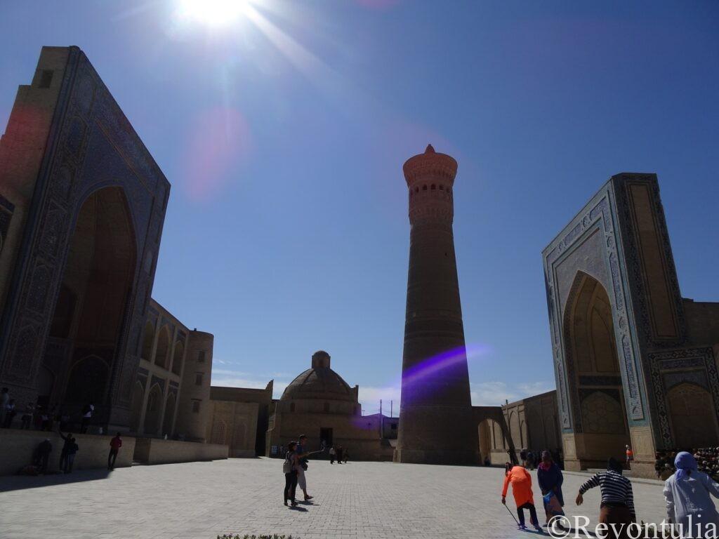 カラン・モスク、カラン・ミナレット、ミリ・アラブ・マドラサ