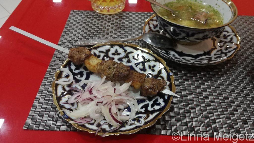 サマルカンドでの最初のディナー。シャシリク