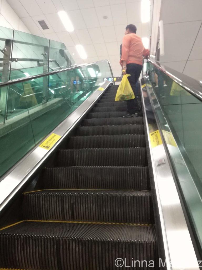 ソウル駅地下のエスカレーター