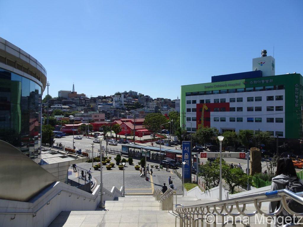 ソウル駅を出てすぐ