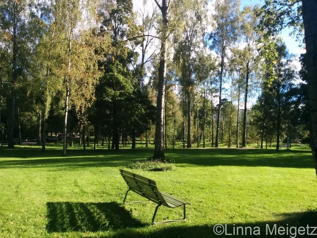 緑豊かなシベリウス公園の写真