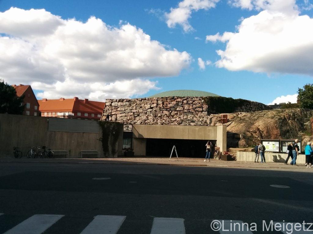 テンッペリアウキオ・岩の教会の外観