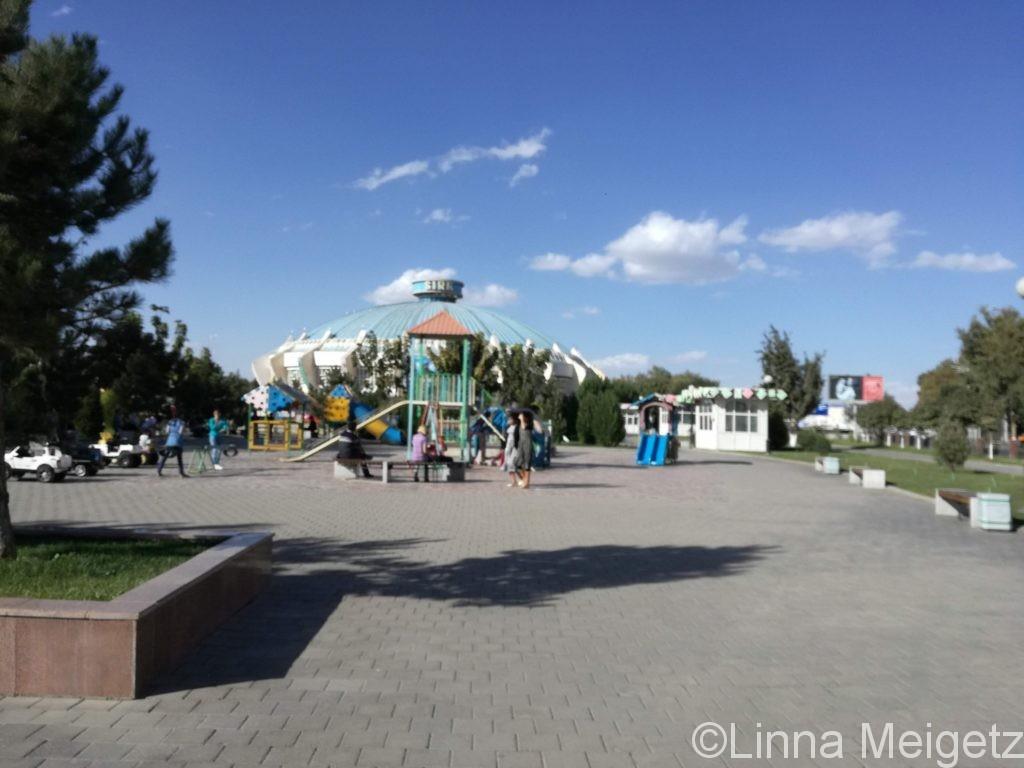 道中、サーカス会場の近くにあった公園