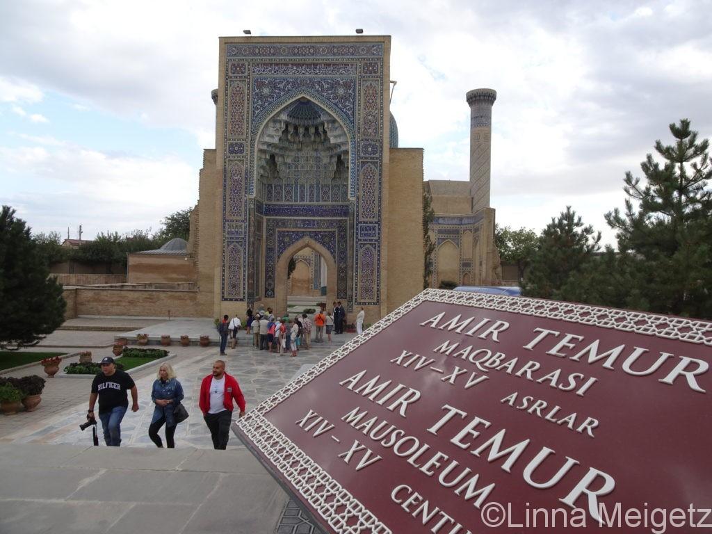 グリアミール廟の入り口ファサード、正面