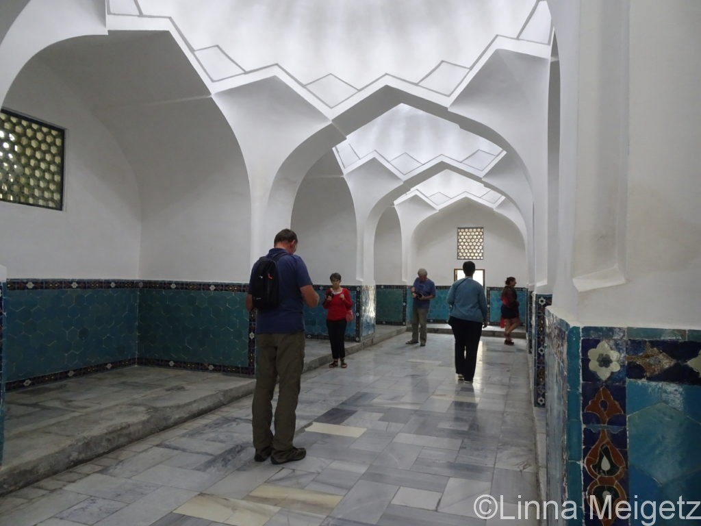 グリアミール廟の館内