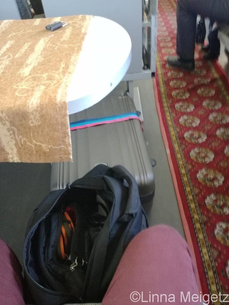 ブハラ行き普通列車の座席。広い