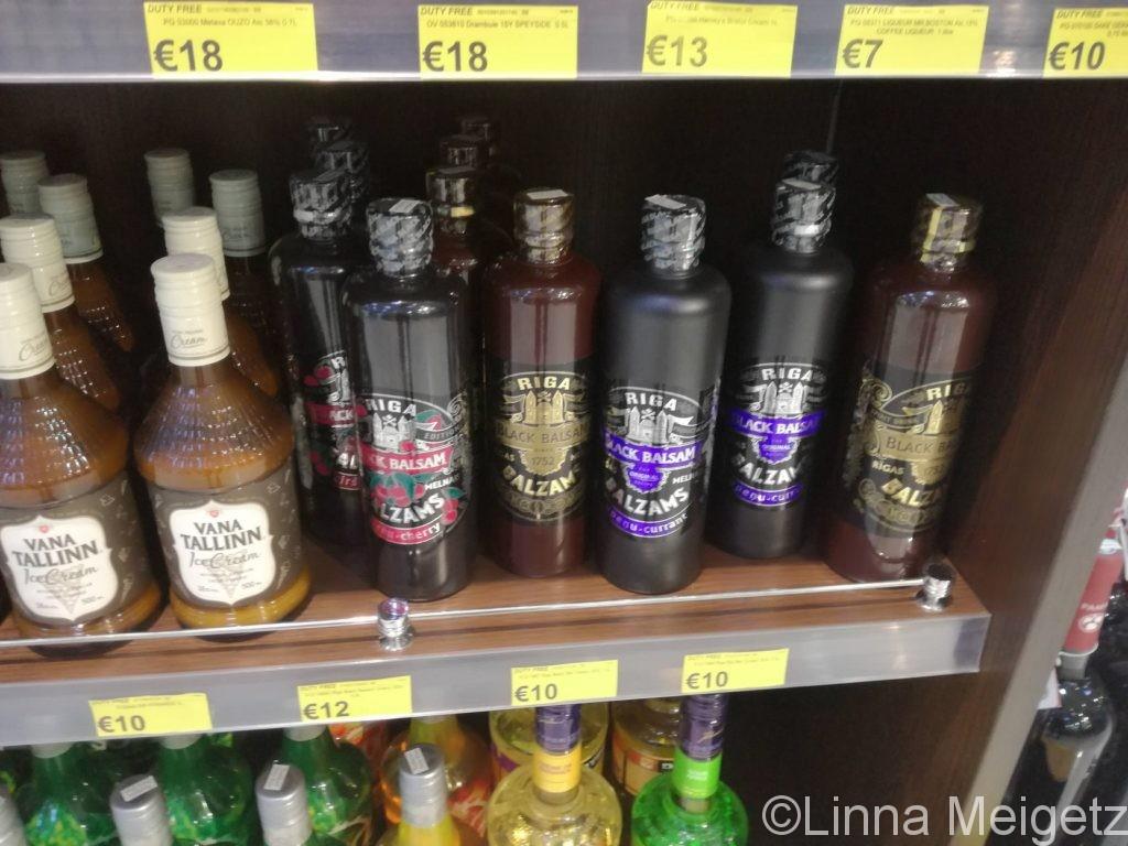 タシケント空港の免税店で見つけたエストニアのヴァナタリンやラトビアのバルザムス