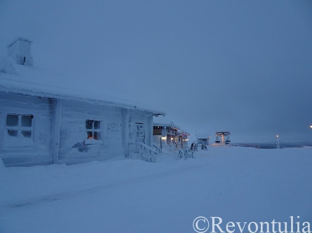 吹雪が吹いていたサーリセルカの丘カウニスパー