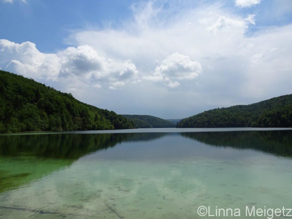 水面が穏やかなProscansko湖
