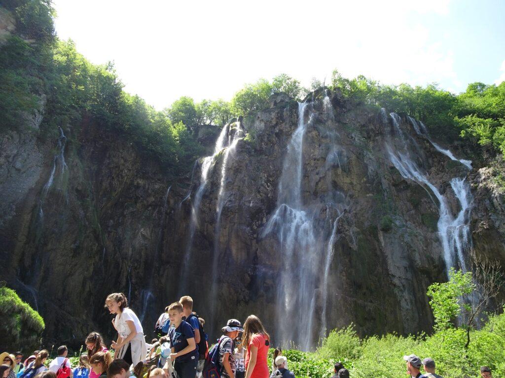 圧巻の大きさのプリトヴィツェ最大の滝