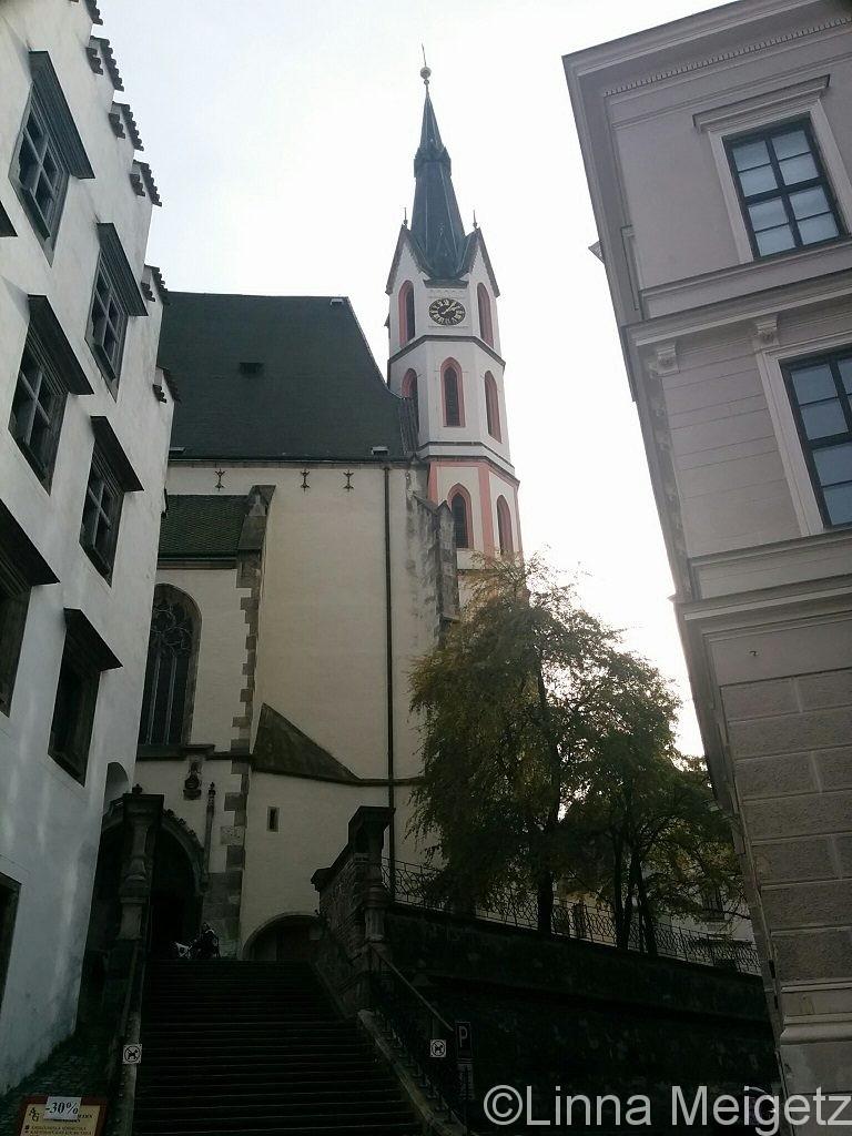 建物の合間からのぞく聖ヴィート教会