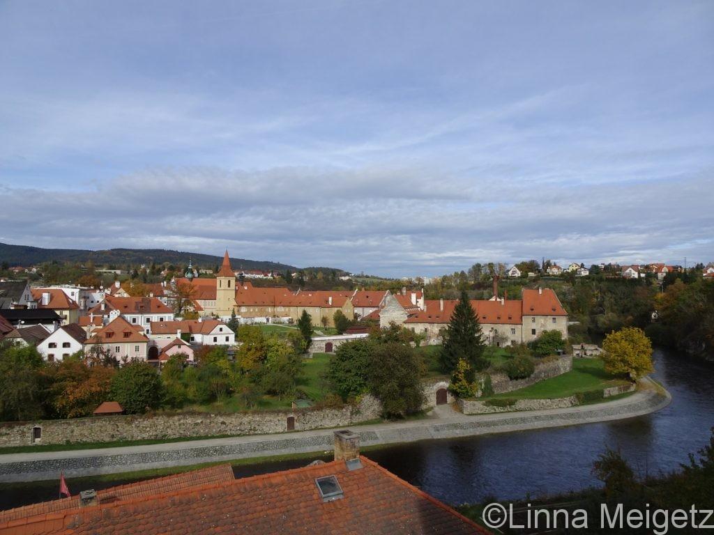 ヴルタヴァ川の曲線と旧市街