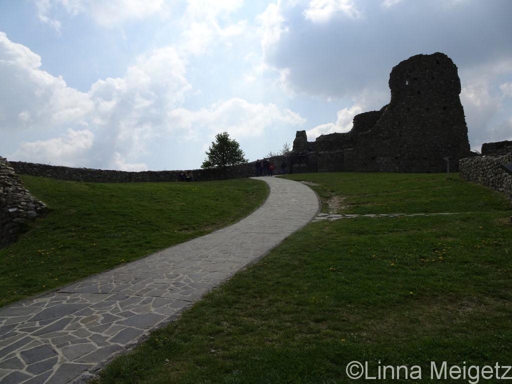 デヴィーン城上部の開けた場所の写真