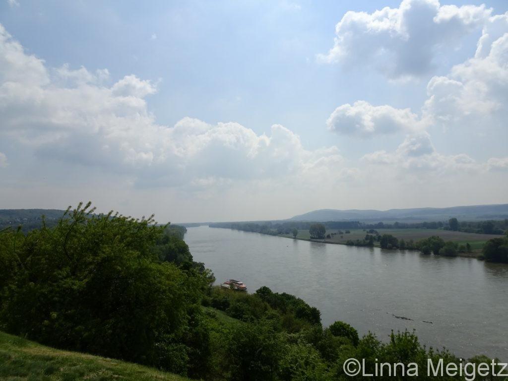 ドナウ川。ここではオーストリアとの国境になっている