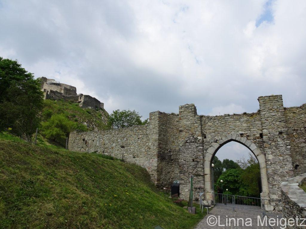 デヴィーン城の入場門
