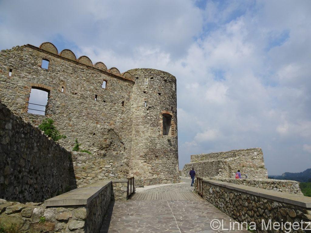 デヴィーン城の砲塔の写真