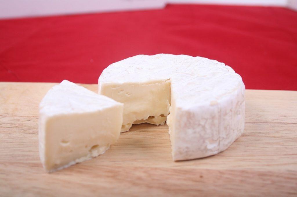 切り分けたチーズの写真