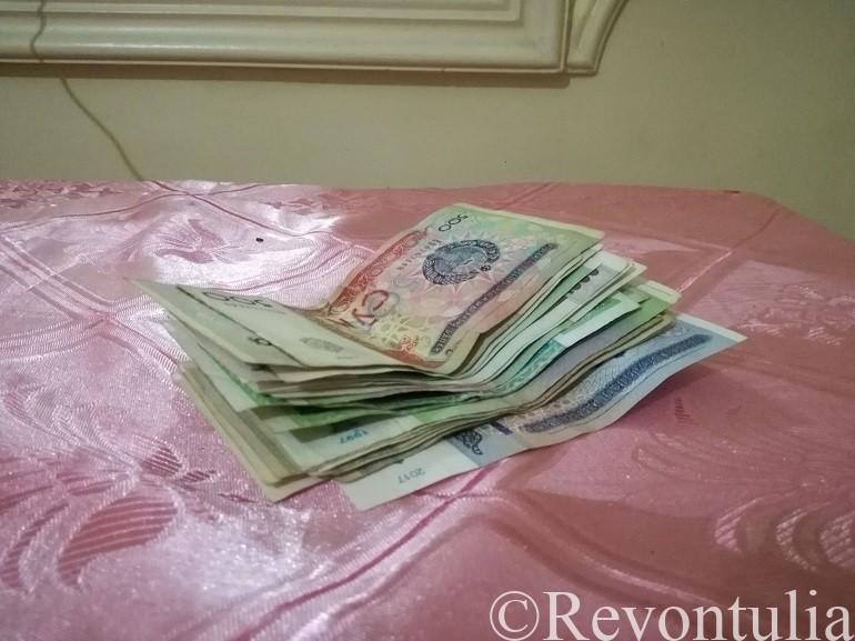 ウズベキスタンの通貨スムの紙幣