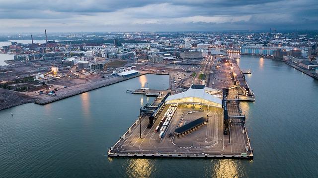 ヘルシンキの西ターミナル港(Länsiterminaali)を上空から撮った写真