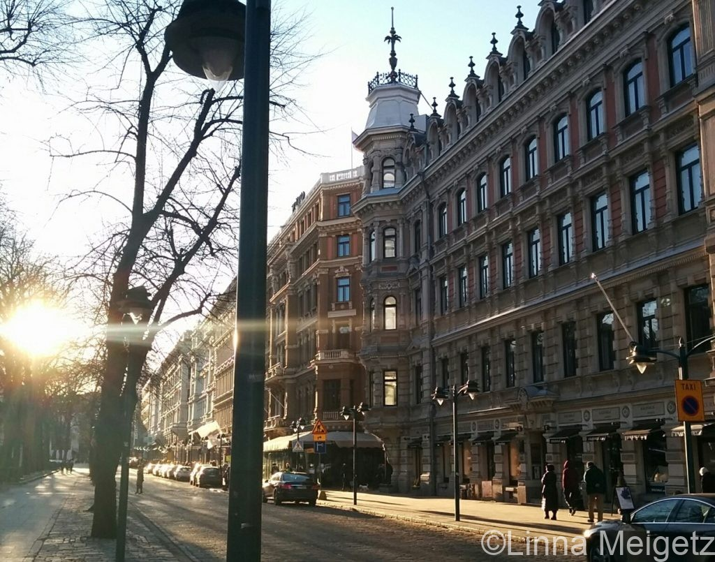 夕暮れ時のエスプラナディ通りの写真