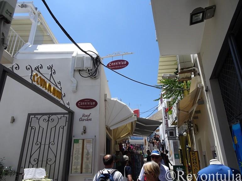 サントリーニ島のティラ市街