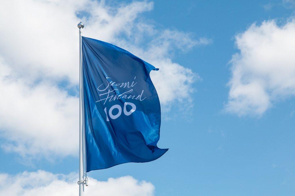 フィンランド独立100周年記念の旗