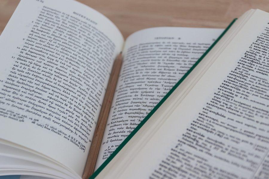 ギリシャ語で書かれた本の写真