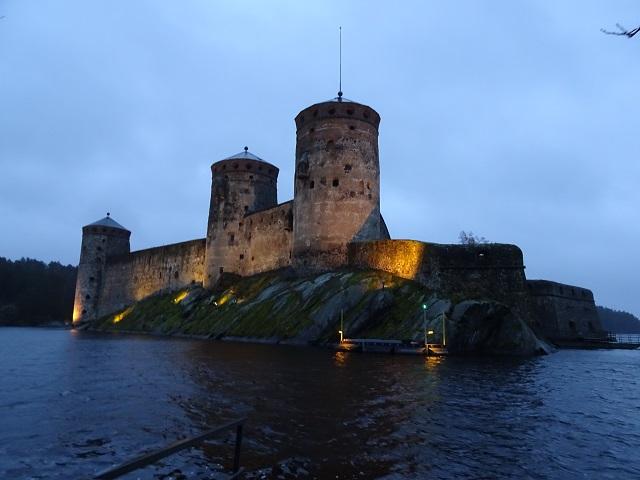 夕方頃のオラヴィ城。サヴォンリンナにて