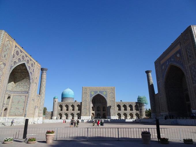 ウズベキスタン・サマルカンドのレギスタン広場