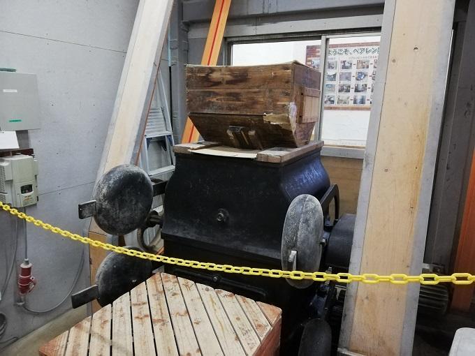 110年物の、モルトを粉砕する機械