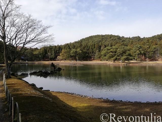 岩手・平泉の毛越寺の池