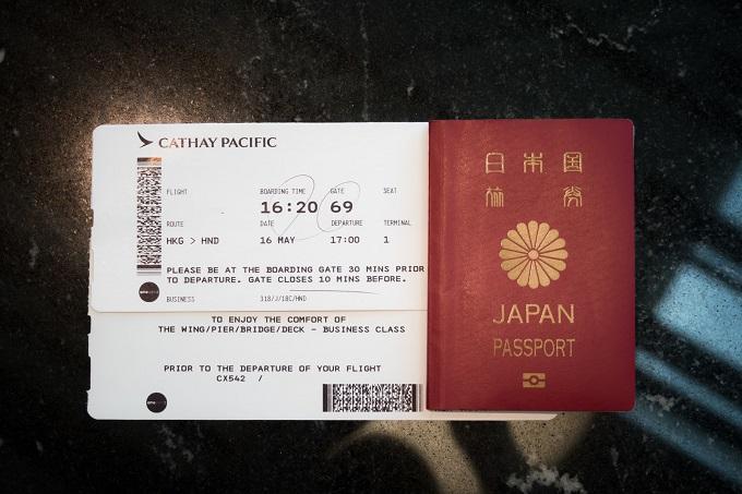 パスポートと搭乗券の写真